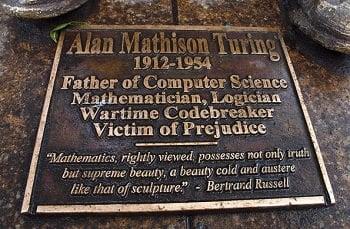 Alan Turing Bronz Heykeli Önündeki Levhada Ona İthafen Yazılanlar